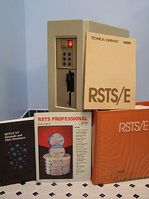 300px-MicroPDP-11_53wRSTSDocs.jpg
